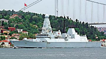 英国军舰侵犯领海 俄罗斯战机投弹驱离