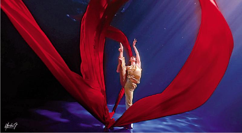 水下舞蹈《红》遍网络