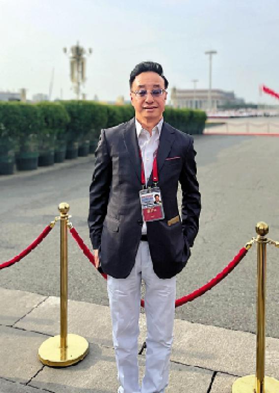 点击香江/在天安门广场,见证百年大党风华正茂\屠海鸣