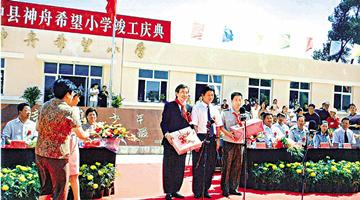 国家发展成就巨大 方文雄:骄傲做中国人