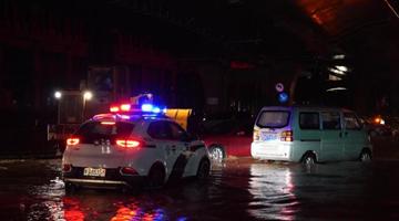 罕见暴雨致郑州地铁全线停运 已造成12人死亡