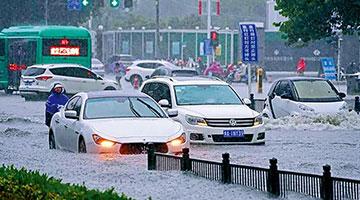 林郑月娥代表特区政府向河南灾民致深切慰问