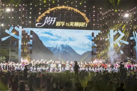 """中国藏民居艺术之都正式授牌 """"花开道孚,与美丽同行""""这场晚会影响深远"""