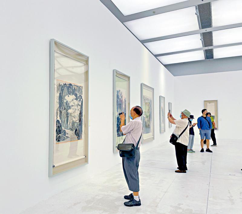 中国画名家精品在深展出 丹青百作绘辉煌