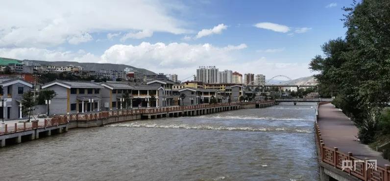 隆務河畔 山水黃南
