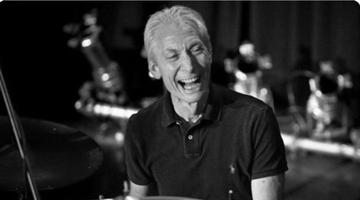 """英国""""滚石乐队""""鼓手查理.沃茨去世 享年80岁"""