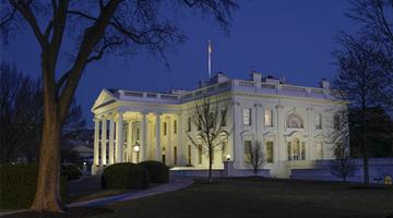 塔利班放行美撤离后首架撤侨包机 白宫:展现灵活性
