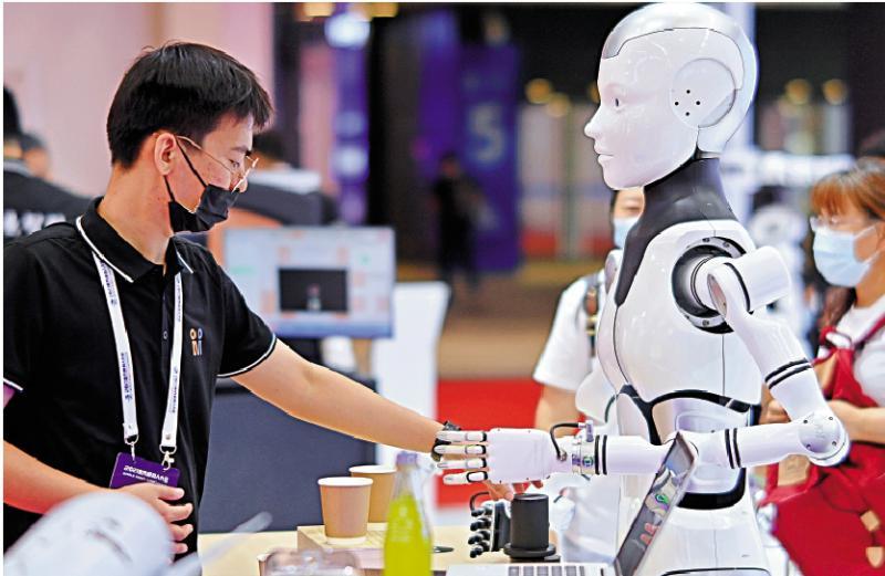 发展迅速/500高端机器人汇聚北京斗智