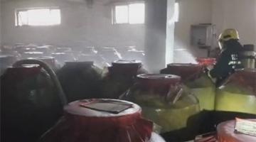 地震致泸州陈年窖200余吨白酒泄漏
