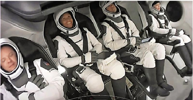 ?富豪太空竞赛 SpaceX载平民绕地三日