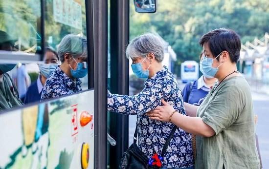 """乘着公交去看展:""""慈孝公交""""穿行杭州引领时代新风"""