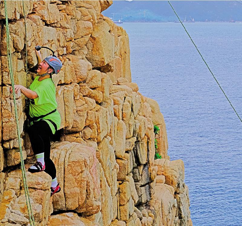 挑战自己/玩攀石飞索兑现承诺