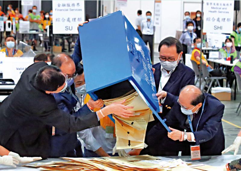 香港选委会选举顺利举行 投票率九成