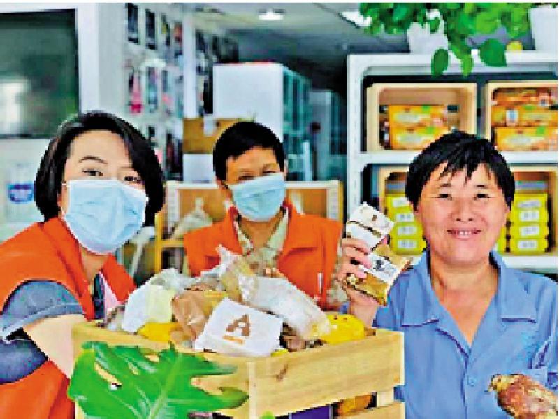存入食物银行 赠与困难家庭