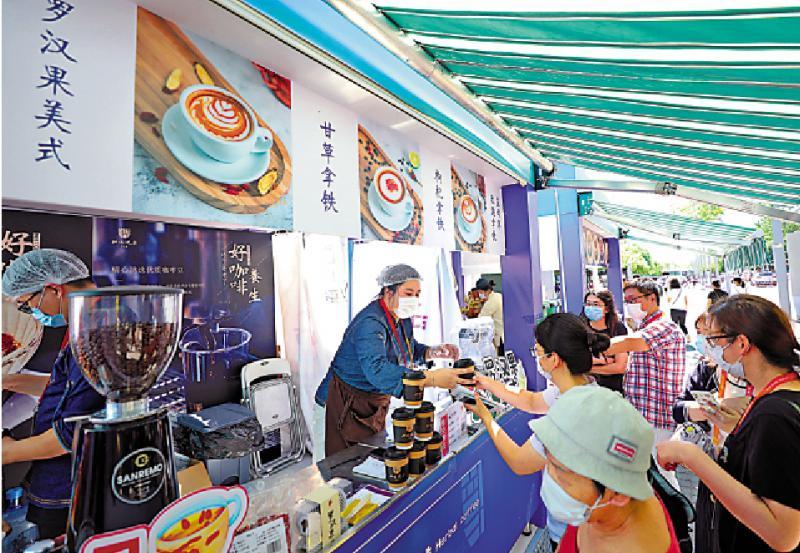 跨界经营/奢侈品牌捞过界 Mix咖啡掀热潮