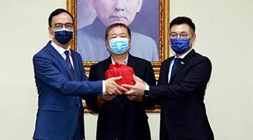 朱立伦就任国民党党魁 冀重启两岸交流平台