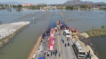 河北通勤班车坠河事故已造成3人死亡11人失联