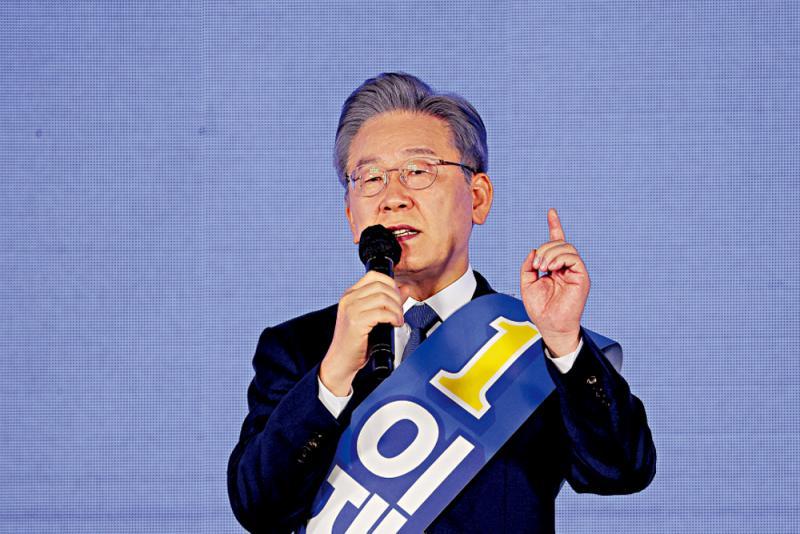 """韩执政党推""""韩版特朗普""""竞选总统"""