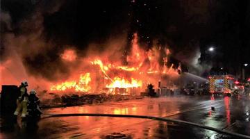 台湾高雄建筑起火致12死34伤 不排除人为纵火