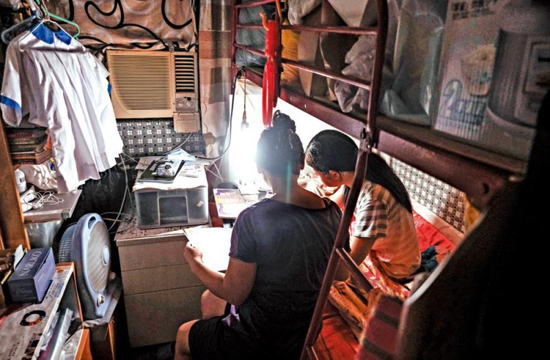 教育线上/家无上网设备 逾半贫童成绩退步