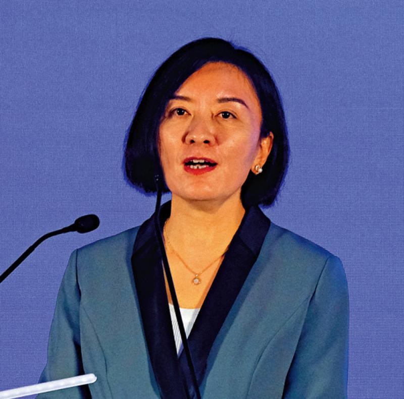 卢新宁:香港的妇女事业成就不凡