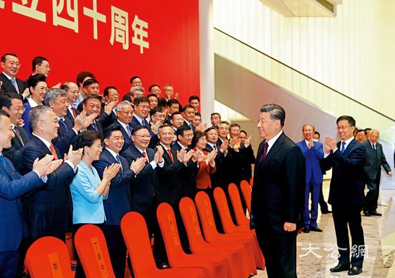 骆惠宁:香港机不可失 努力搭上国家发展快车