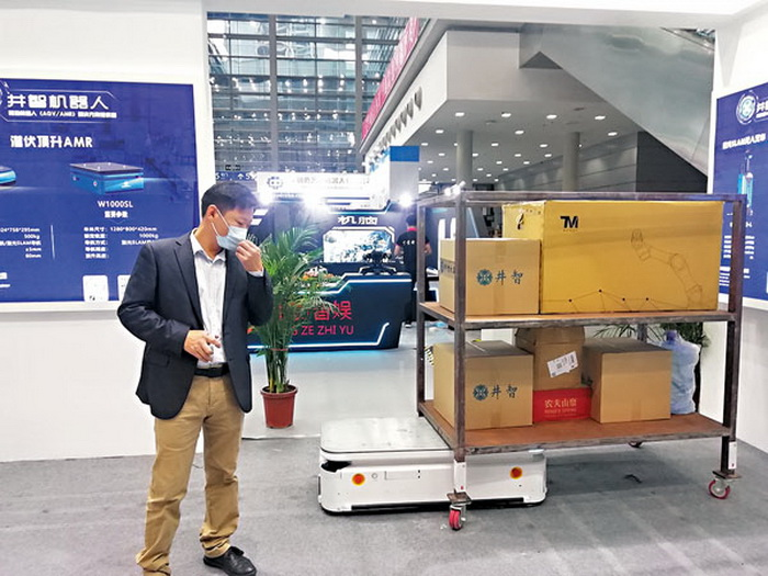 智能送货机器人工作量媲美20人