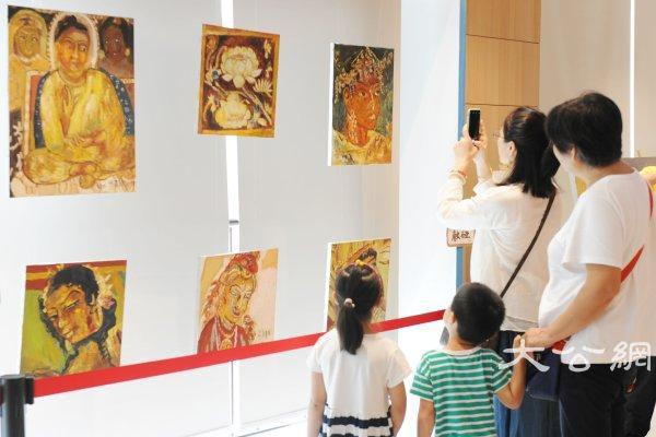 """杭州自闭症学生公益画展杭州再开分展 来听""""心语"""""""