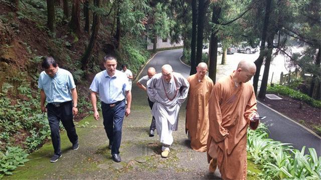 圣辉大和尚来南岳考察调研佛教工作