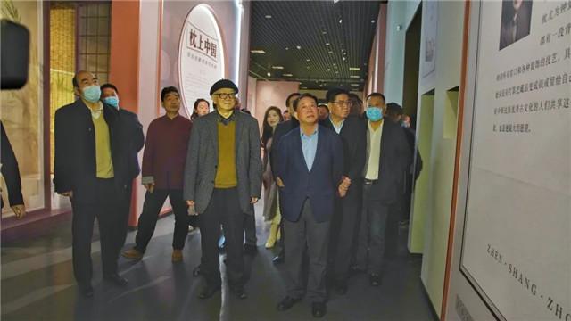 """""""枕上中國·黃宏瓷枕收藏藝術展""""在開封市博物館開幕"""